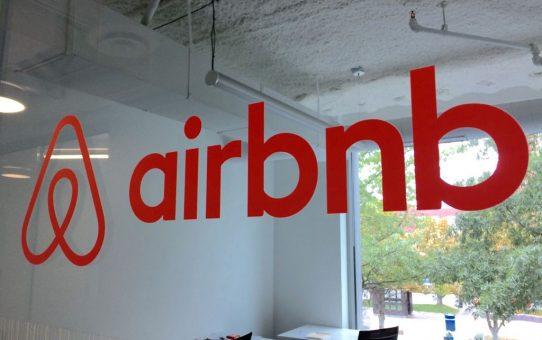 Malgré un développement incroyable au niveau mondial, impacts locaux plus que mitigés pour les 10 ans de Airbnb